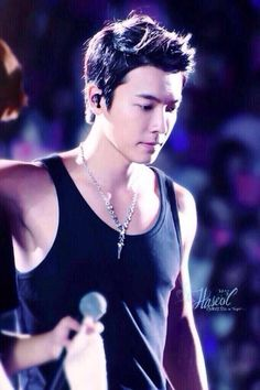 Donghae, always so handsome..