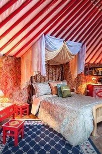 1. This Gold Country yurt: | 17 Enchanting Yurts You'll Definitely Want To Stay In