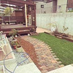 60 ideas home garden landscape decks Pebble Garden, Brick Garden, Garden Paths, Kids Art Space, Pallet Decking, Outdoor Life, Outdoor Decor, Path Design, Pergola Designs