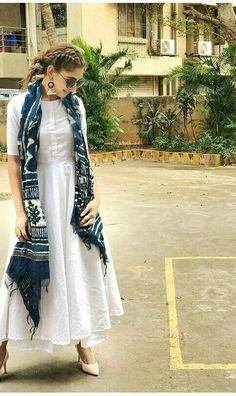 Designer dresses indian - Indian bolywood summer maxi dress with skirt with indigo Etsy Casual Indian Fashion, Look Fashion, Indian Outfits Modern, Indian Fashion Trends, Fashion Suits, India Fashion, Bohemian Fashion, Dress Indian Style, Indian Dresses
