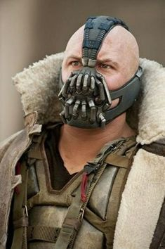 Bane Dark Knight, The Dark Knight Trilogy, The Dark Knight Rises, Tom Hardy Bane, Tom Hardy Actor, Comic Villains, Dc Comics Characters, Female Robin Costume, Batman Redesign