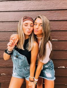 Besties bff pictures cute friend pictures, friend poses и be Cute Poses For Pictures, Cute Friend Pictures, Cute Bestfriend Pictures, Maternity Pictures, Bff Pics, Bff Posen, Best Friend Fotos, Best Friend Pics, Best Friend Photography