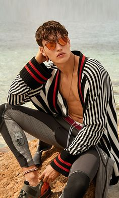 From Alexander Wang's totally tubular tie-dye to Craig Green's wave-making menswear, it seems the SS17 collections are a perfect 10 when it comes to surf-inspired pieces… Explore the edit on Farfetch now.