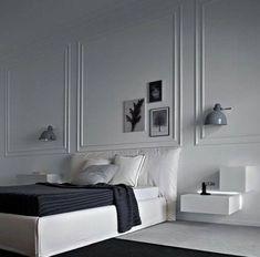 Despertar en un dormitorio tan bonito alegra el día. Decorado con Molduras, cornisas y zócalos de la marca Orac Decor.