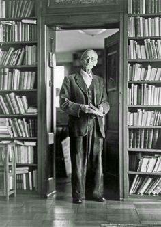 """Hermann Hesse: """"Art is the contemplation of the world in a state of grace"""" (Klinsor's Last Summer) Hermann Hesse, Writers And Poets, Book Writer, Book Authors, Books To Read, My Books, Nobel Prize In Literature, Non Plus Ultra, Grimm"""