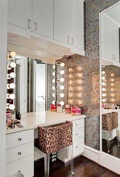 Bedroom ideas home decor, beauty room и vanity room. Desk Inspiration, Decoration Inspiration, Bedroom Inspiration, Bedroom Ideas, Rangement Makeup, Sweet Home, Vanity Room, Closet Vanity, Vanity Set