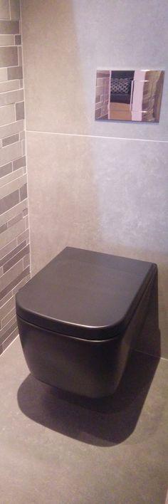 Moderne zwarte toiletpot! Het komt weer helemaal terug: gekleurd sanitair! Zwarte waskommen, zwarte toiletpotten, zwarte douchebakken!