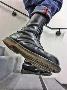 sneaks, rubber and gears Skinhead Boots, Skinhead Fashion, Mens Fashion, Doc Martens Boots, Dr. Martens, Bike Boots, Combat Boots, Sports Uniforms, Stylish Mens Outfits