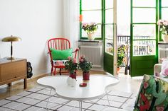 Absolutely love the pop of green on the door and window frames!