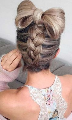 Nice Pretty Hairstyle Ideas http://fashiotopia.com/2017/12/14/pretty-hairstyle-ideas/ You must know if the shape of each person's face has its own uniqueness. In addition to makeup, hair styling can help to enhance facial features that ...