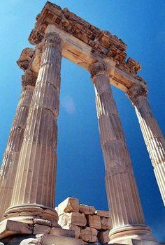 """Bergama, UNESCO Dünya Miras Listesine, """"Çok Katmanlı Kültürel Peyzaj Alanı"""" olarak girdi. - Bergama, İzmir, Türkiye"""