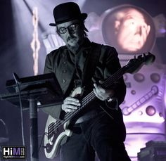 Primus, what a creepy beautiful man.