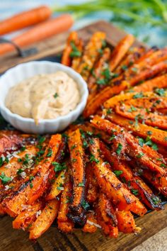A recipe for Parmesan Roasted Carrot Fries : Sweet roasted carrot fries covered with crispy parmesan cheese! A recipe for Parmesan Roasted Carrot Fries : Sweet roasted carrot fries covered with crispy parmesan cheese! Veggie Dishes, Food Dishes, Carrot Dishes, Veggie Recipes Sides, Party Food Platters, Healthy Side Dishes, Healthy Sides, Good Side Dishes, Christmas Vegetable Dishes