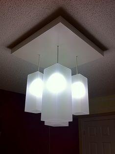 Dessus de table LACK + lampe GRÖNÖ + HEMMA pour une fixture de lumières suspendues qui ont de la gueule! IKEA hack!