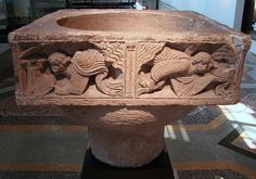 02.029.0497.32640.37082.2987 Cuve baptismale du Musée de Picardie