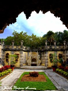 Wedding Location: Vizcaya Gardens