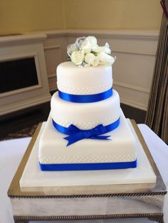 classic royal blue wedding cake