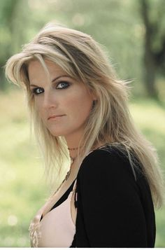 "My favourite singer Trisha yearwood. Rose to fame in 1991 with her debut single ""she's in love with the boy"". Married to Garth brooks now,"