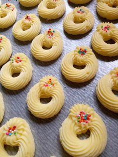 Bangkit Susu by Ayuki Zuqy Biscotti Cookies, Cake Cookies, Sugar Cookies, Cokies Recipes, Finger Cookies, Indonesian Desserts, Resep Cake, Biscuit Recipe, Chocolate Cookies