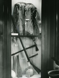 Daniel Boone's leather hunting shirt, Kentucky long rifle and tomahawk are among the Filson Club's treasures. April 1 1985