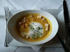 Kürbis-Creme-Suppe mit Croutons - Restaurant Reiter Alm Spa & Wellness, Ainring, Bayern