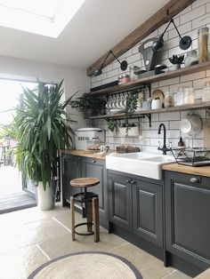 6 ways to create a rustic Scandinavian kitchen - Vaunt Design - - Traditional vs rustic Scandinavian interior design. What really is the difference? If clean, bright and clutter-free living is your idea. Home Decor Kitchen, New Kitchen, Home Kitchens, Kitchen Ideas, Awesome Kitchen, Black Kitchens, Kitchen Layout, Kitchen Hacks, Kitchen With Plants