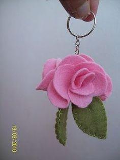 pink Felt Keychain Would be cute in fluffy real wool felt Paper Flowers Diy, Handmade Flowers, Flower Crafts, Fabric Flowers, Felt Crafts Diy, Felt Diy, Fabric Crafts, Felt Keychain, Fleurs Diy
