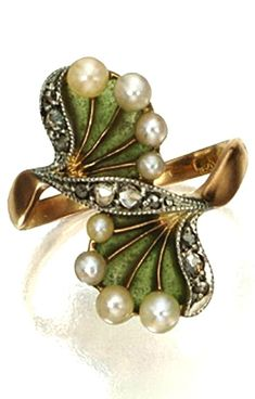ART NOUVEAU PLIQUE-À-JOUR ENAMEL, PEARL AND DIAMOND RING, CIRCA 1900 Designed as a pair of fan-shaped foliate motifs of green plique-à-jour enamel, accented with 8 seed pearls and 10 rose-cut diamonds, mounted in 18 karat gold