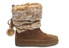 With a faux shearling lining and a cozy, pull-on design, the Nepal Boot keeps feet toasty. The whipstitch trim and lace-around design give them a unique flair.