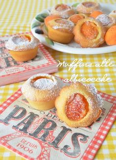 Apricot muffins = simple idea to try with my own favorite muffins recipe. Just Desserts, Delicious Desserts, Yummy Food, Italian Desserts, Dessert Bread, Dessert Bars, Fruit Recipes, Cookie Recipes, Summer Recipes