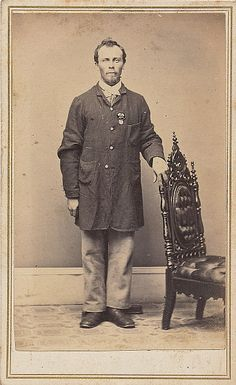 107 best cw communications images on pinterest civil wars america seldom seen carte view of a member of the signal corps hes dressed in a tailored 4 button sack coat with three external pouch pockets publicscrutiny Image collections