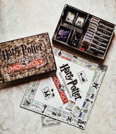 Harry Potter Monopoly || DIY www.lifewithnathalie.com #harrypotter #monopoly #diymonopoly #harrypottermonopoly
