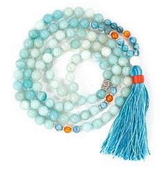 Amazonite filters out stresses and helps to heal trauma and balance your energy. The healing properties of this stone help you move beyond the fear of confrontation or judgment..  Apatite will help to reawaken a sense of clarity around your path to self-expression. While orange Carnelian boosts confidence and encourages honest expression. This powerful Mala is finished with a white lava stone guru bead and handmade tassel. Confidence Boost, Tips Belleza, Metal Beads, Carnelian, Trauma, Gemstone Beads, Natural Gemstones, Lava, Clarity