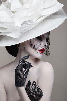 Photographer: Warped Prod Stylist/Makeup: Coka Maquilleuse sur Toulouse Model: Kruwela Manière