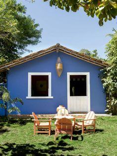 Casa em Trancoso com décor artsy tropical Best Tiny House, Tiny House Plans, Restoration House, Greek Decor, Mud House, Building A Cabin, Village House Design, Adobe House, Facade House