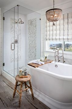 Looking for a small bathroom remodel ideas? Don't worry, we show some of our favorite small bathroom remodel ideas that really work. Get ready to have a small bathroom that looks twice bigger than its original size with Woodoes team! Bad Inspiration, Bathroom Inspiration, Bathroom Ideas, Bathroom Designs, Bathroom Remodeling, Bathtub Ideas, Remodeling Ideas, Bathroom Inspo, Bathroom Mold