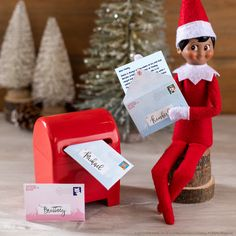 Elf on the Shelf│Elf Ideas│Ideas for Scout Elves Christmas Tree Lots, Christmas Rock, A Christmas Story, Christmas Elf, Christmas Movies, Elf Letters, Santa Letter, Elf On The Self, The Elf