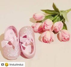 🎀🎀🎀 #Repost @linduzlinduz (@get_repost) ・・・ Day 150 - giorno 150 🔷🔸🔹🔶 welcome Alice 🐇 My Lil niece 💋🌈💚 benvenuta Alice🐰, la mia nipotina 👶 💋🌈💚 #alice #alicenelpaesedellemeraviglie #welcome #rosa #niece #amore #newborn #life #love #family #famiglia #angel #pink #bebè #baby #babygram #èarrivataalice #shoes #babyshoes