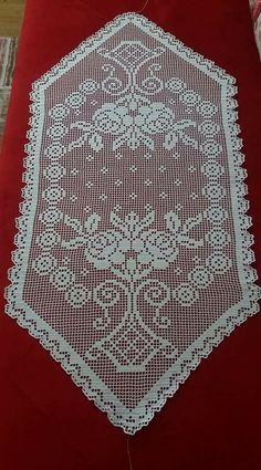 Örnek alabilirmiyim Crochet Placemats, Crochet Doily Patterns, Baby Knitting Patterns, Crochet Doilies, Cross Stitch Patterns, Crochet Blouse, Cross Stitch Flowers, Table Toppers, Filet Crochet