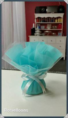 DIY balloon weight, ideal for balloon bouquets. 60th Birthday Balloons, 60th Birthday Cakes, Tulle Balloons, Baby Shower Balloons, Balloon Decorations, Baby Shower Decorations, Balloon Garland, Diy Balloon Weight, Diy Party