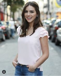 great casual outfit she wears Casual Chic, Casual Wear, Casual Outfits, Casual Dresses, Corsage, Blouse Designs, Blouses For Women, Ideias Fashion, Summer Outfits