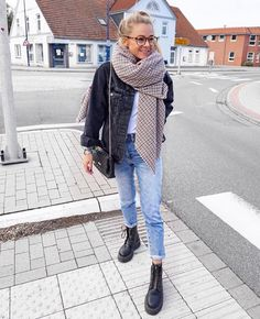Dr martens Source by miedraw_ outfit first Style Doc Martens, Dr Martens Outfit, Dr. Martens, Casual Outfits, Cute Outfits, Fashion Outfits, Womens Fashion, Fashion Boots, Looks Street Style