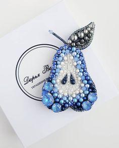 """Уже пришло время постов """"как я провел этим летом""""? Последние летние деньки до сих пор как последние дни каникул🌷 Очень много всего в… Bead Embroidery Jewelry, Beaded Embroidery, Beaded Jewelry, Women's Brooches, Brooches Handmade, Bead Crafts, Jewelry Crafts, Bead Loom Patterns, Body Jewellery"""