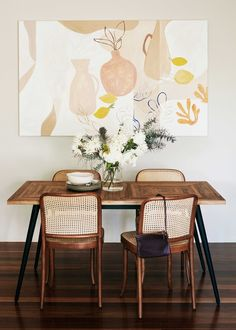 minimalist dining nook ideas // dining room art Alexandria Park, an artist and fashion buyer, designed her home home to feel like a vacation. Decor, Dining Nook, Room Design, Apartment Dining, Dining, Dining Room Art, Decor Inspiration, Tiny Dining Rooms, Dining Room Decor