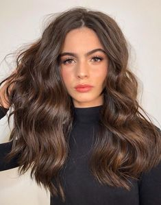 + Ideas for Brown Hair With Blonde Highlights or Balayage When done right, brown hair with blonde highlights can be truly stunning! Check out our 70 + amazing brunette hair ideas for highlights and balayage. Cheveux Ternes, Pinterest Hair, Brown Hair Colors, Balayage Hair, Gorgeous Hair, Hair Looks, Hair Lengths, Cool Hairstyles, Hairstyle Ideas