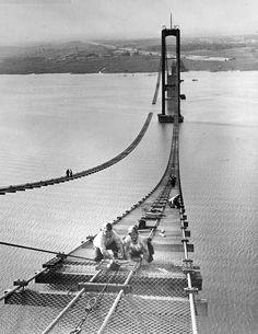 Delaware Memorial Bridge foot walk construction.  Oct. 5, 1950.  9015-013-001 #26.  www.archives.delaware.gov