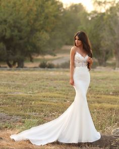 "2,148 Likes, 28 Comments - Enzoani (@enzoani) on Instagram: ""The KARTER gown New on the blog!! Gorgeous sunset styled shoot with Photographer: @jayjaystudios…"""