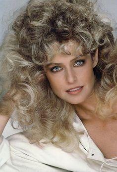Farrah Fawcett ✾ Charlie's Angels Farrah Fawcett, Beautiful Eyes, Most Beautiful Women, 70s Hair, 80s Big Hair, 80s Curly Hair, Classic Beauty, Hollywood Glamour, Santa Monica