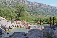 Baignade dans les gorges de Gouleyrous - Tautavel.