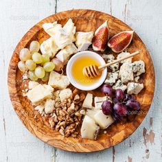 Сырная тарелка или plateau de fromages